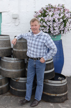 Jim-McEwan-and-Spirit-Aid-on-the-cask
