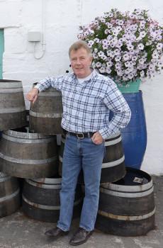 Jim-McEwan-and-Spirit-Aid-on-the-cask