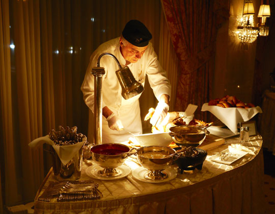 Turkey-Carving-Station-at-the-2015-Extravaganza
