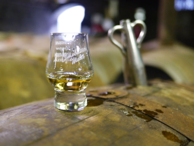 Tasting-straight-from-the-cask-in-Cadenheads-warehouse