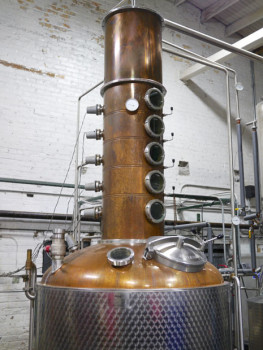 Hybrid-still-at-FEW-Spirits-Distillery